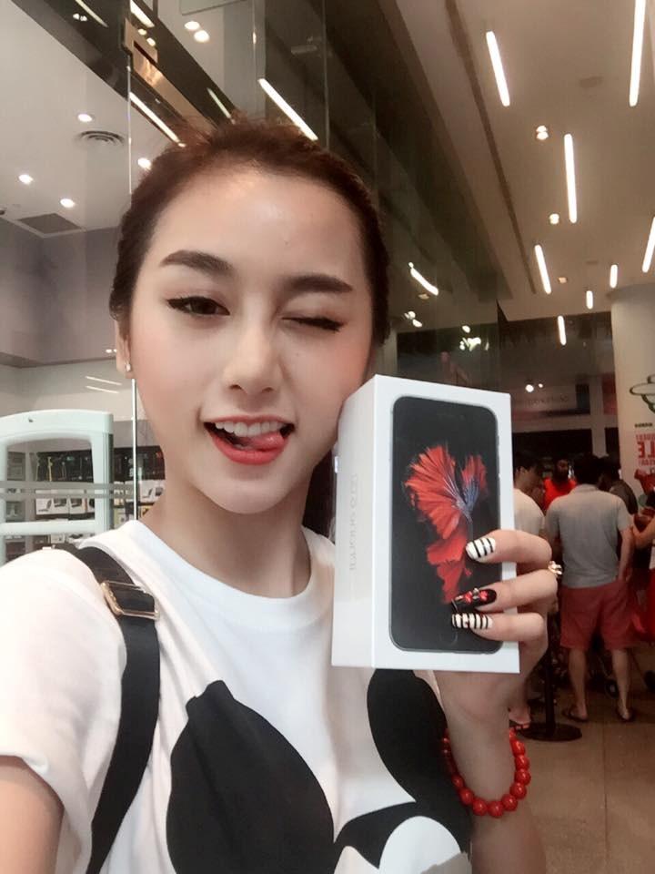 hot-girl-viet-thi-nhau-khoe-iphone-6s-cam-huong-moi-tau-hinh-9